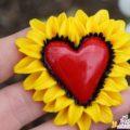 Подарок ко Дню всех влюбленных своими руками: брошь из полимерной глины «Солнечное сердце».
